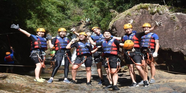 Details Canyoning tours for the first time of visitors
