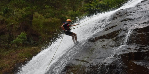 Dalat develops new type of adventure game - Canyoning